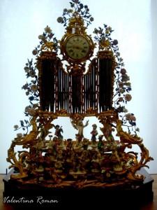clock porcelaine petit palais