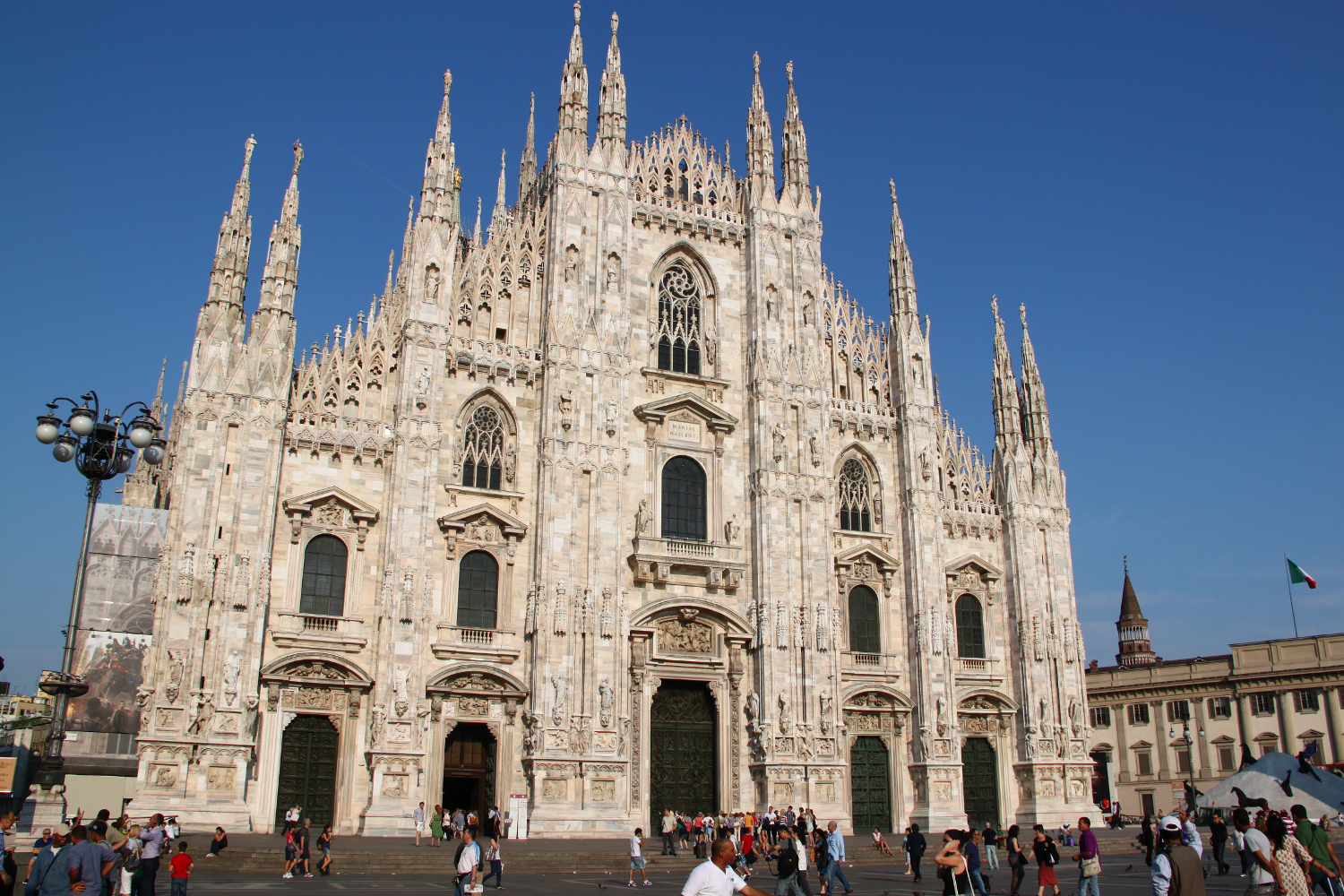 Interesting facts about Milan Cathedral. Duomo di Milano facts