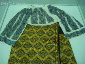 Romanian Traditional Costume Museum 02