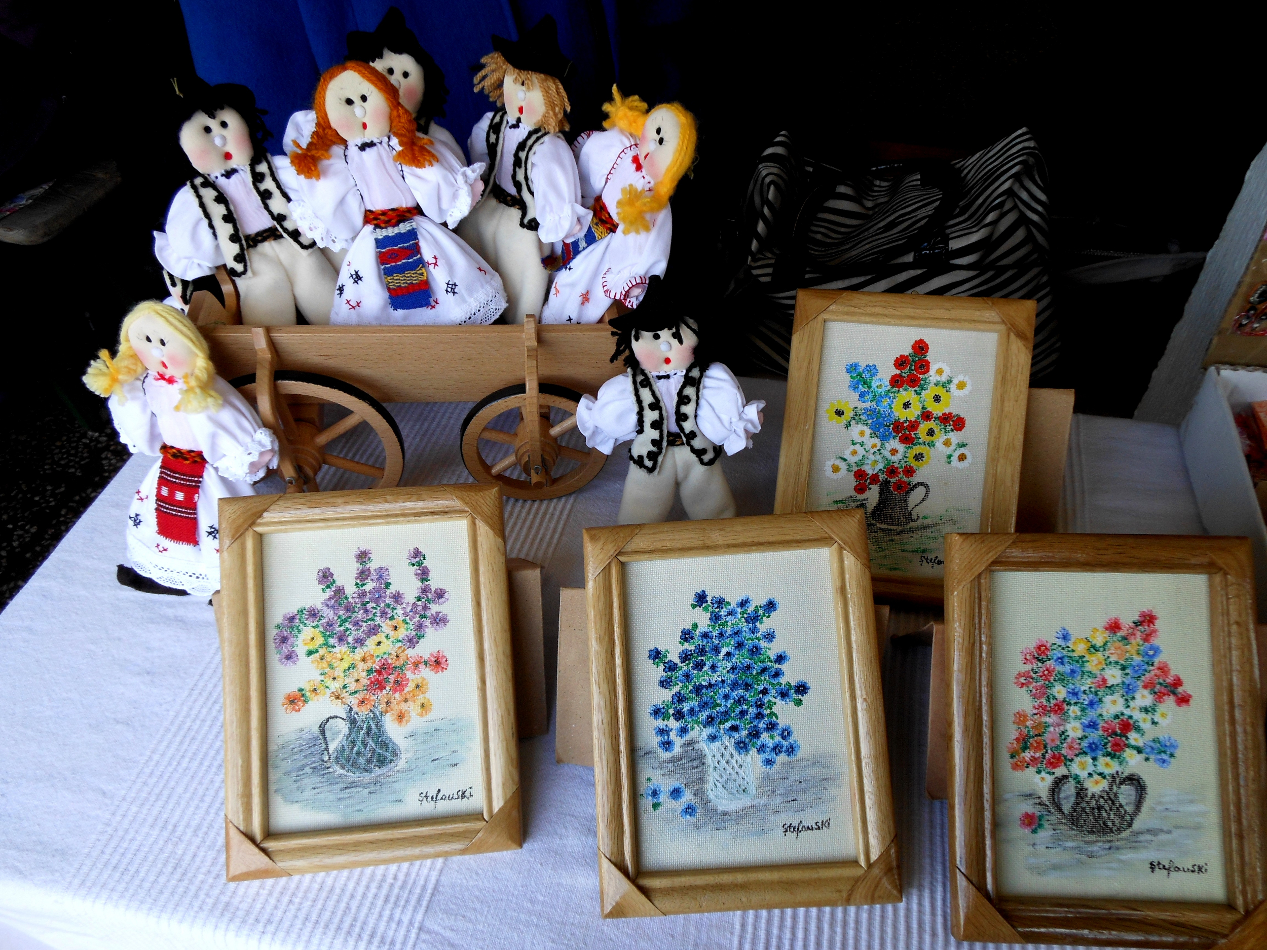 Romanian Traditional dolls and paintings