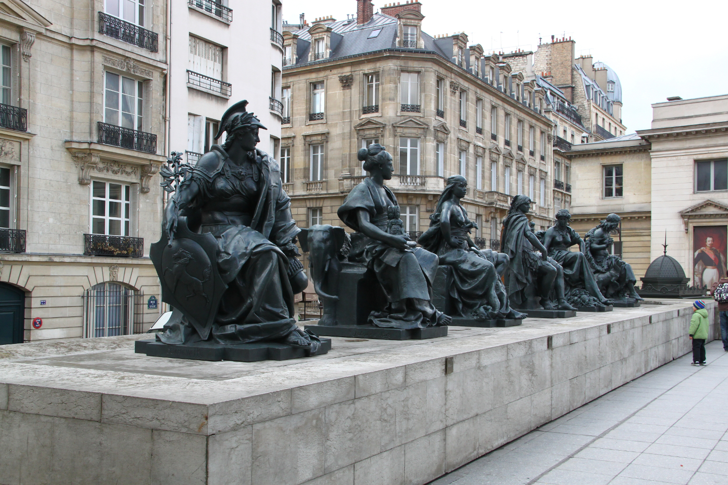 Musee d'Orsay, statues at the exit2