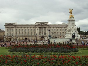 Buckingham Palace, London, England, on Wikipedia by Benkid77