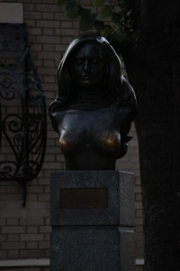 Dalida Bronze Statue in Paris