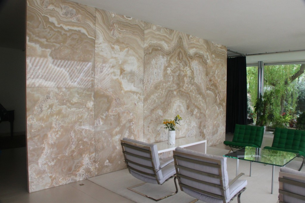 Villa Tugendhat living room - the onyx wall