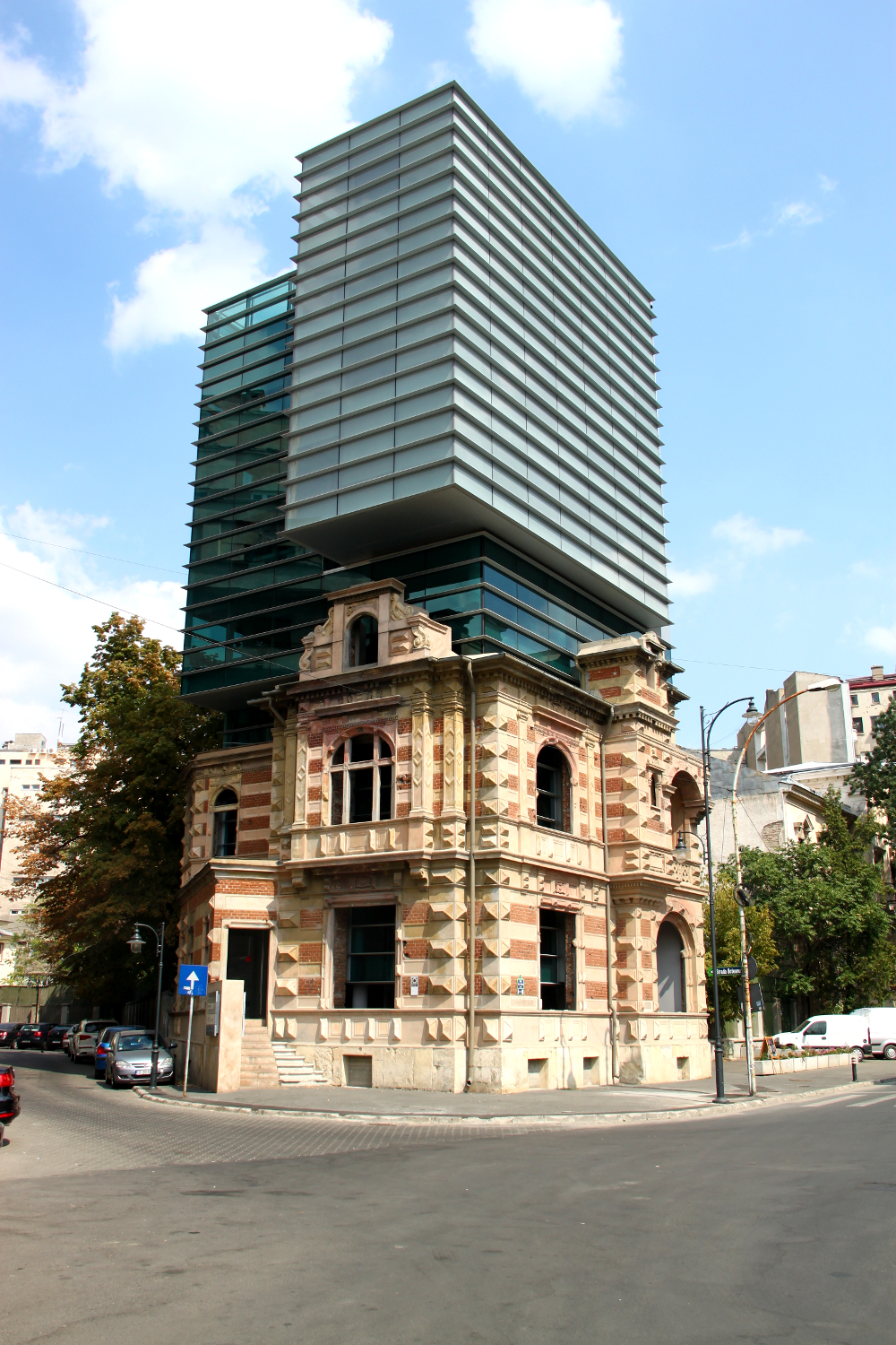 A surprising building in bucharest paucescu 39 s house a for New way of building houses