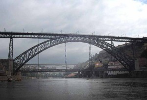 Porto - Dom Luis I bridge, photo by Georges Jansoone on Wikipedia