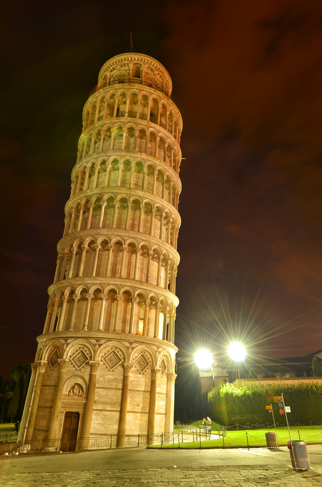 Leaning tower of Pisa (Italy) at night