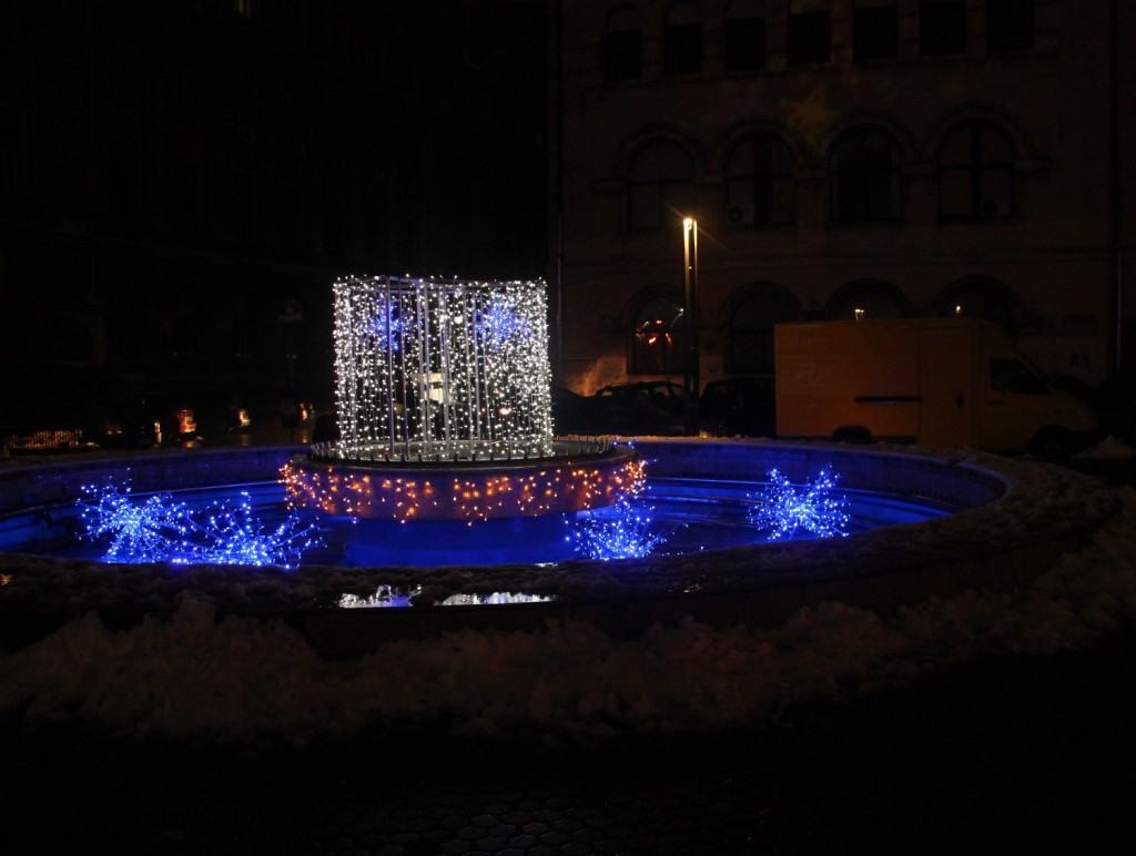 Christmas lights in Bucharest - the fountain in Piata Universitatii