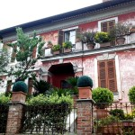 beautiful house in Rome with lovely flowers