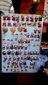 Bucharest Christmas Market - Christmas fridge magnets. Learn what to see at the Bucharest Christmas Fair: all the things to do at the Bucharest Christmas Market #christmas #bucharestchristmasmarket #bucharestdecember #christmasmarket