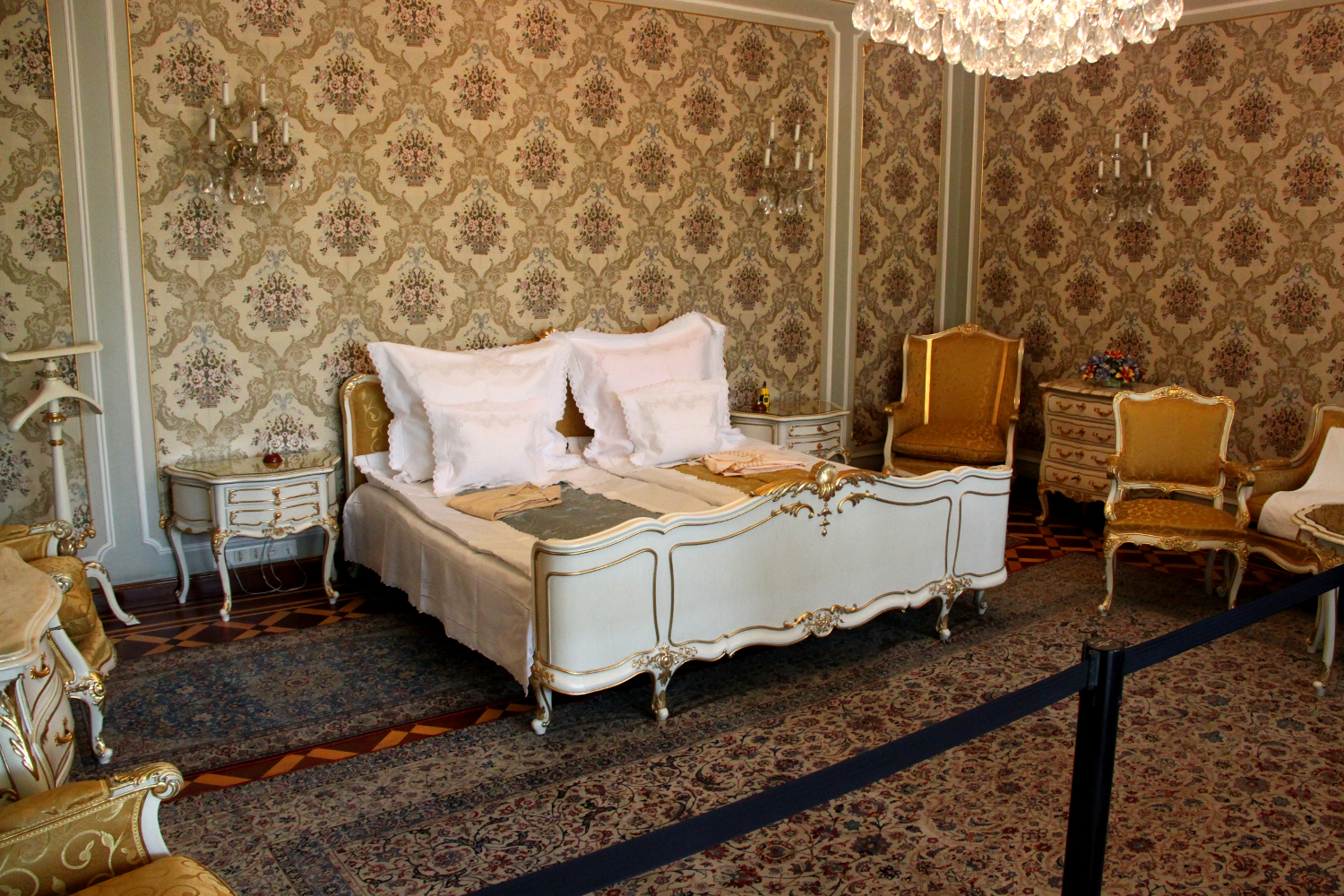 Primaverii (Spring) Palace, Ceausescu's private residence - Nicolae and Elena Ceausescu's bedroom - they have the original sheets