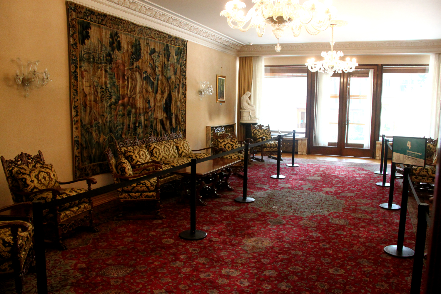 Primaverii (Spring) Palace, Ceausescu's private residence - living room