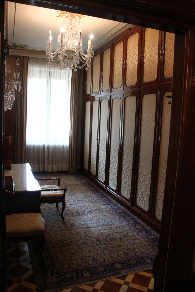 Primaverii (Spring) Palace, Ceausescu's private residence - dressing room