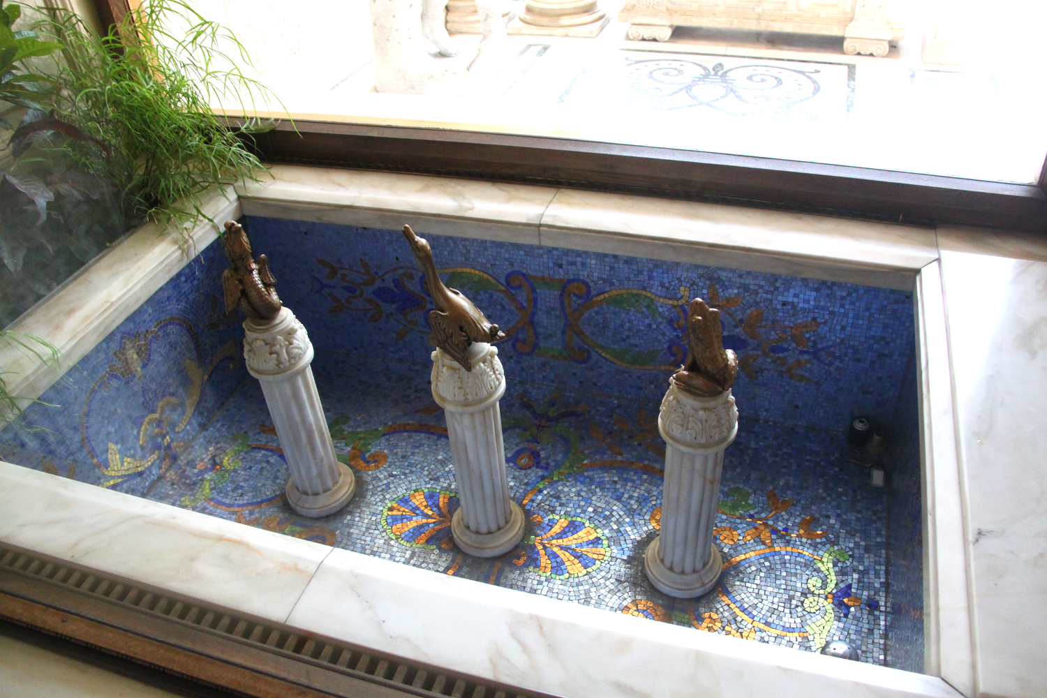 Primaverii (Spring) Palace, Ceausescu's private residence - small fountains - there are numerous in the house!