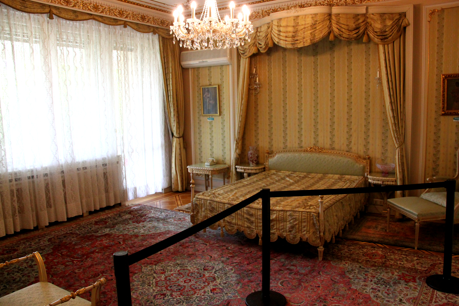 Primaverii (Spring) Palace, Ceausescu's private residence - Zoe Ceausescu's bedroom