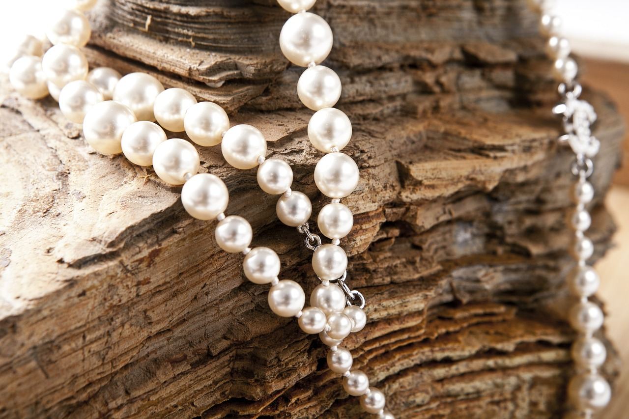 20 tips on how to travel safely with jewelry