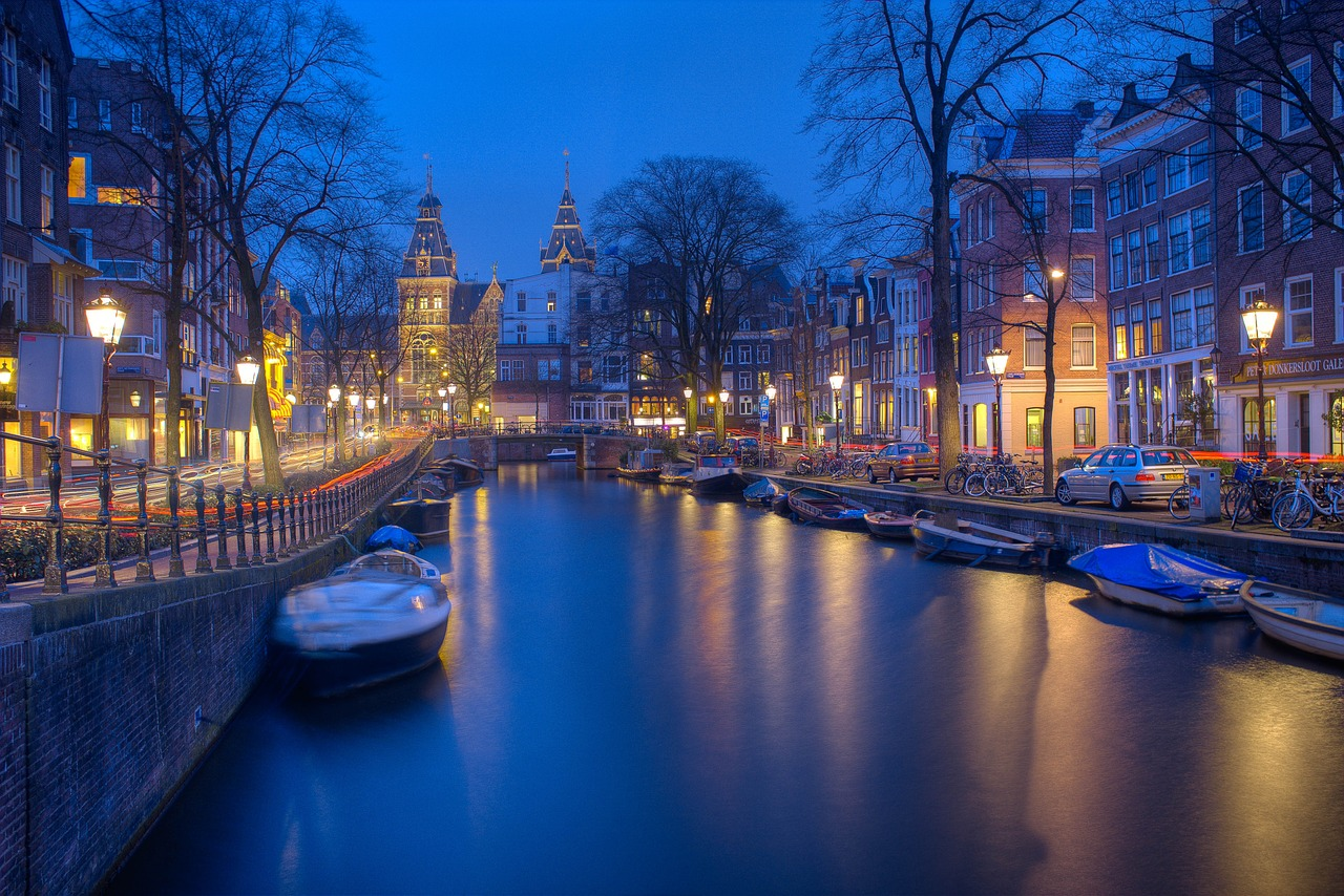 Amsterdam canals - night