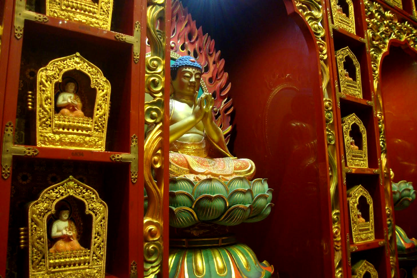 Chinatown tooth relic temple - Singapore