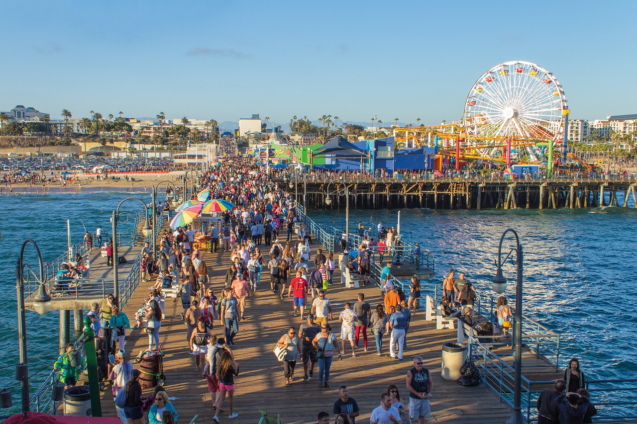 Santa Monica Pier - The ultimate guide to Los Angeles by a local