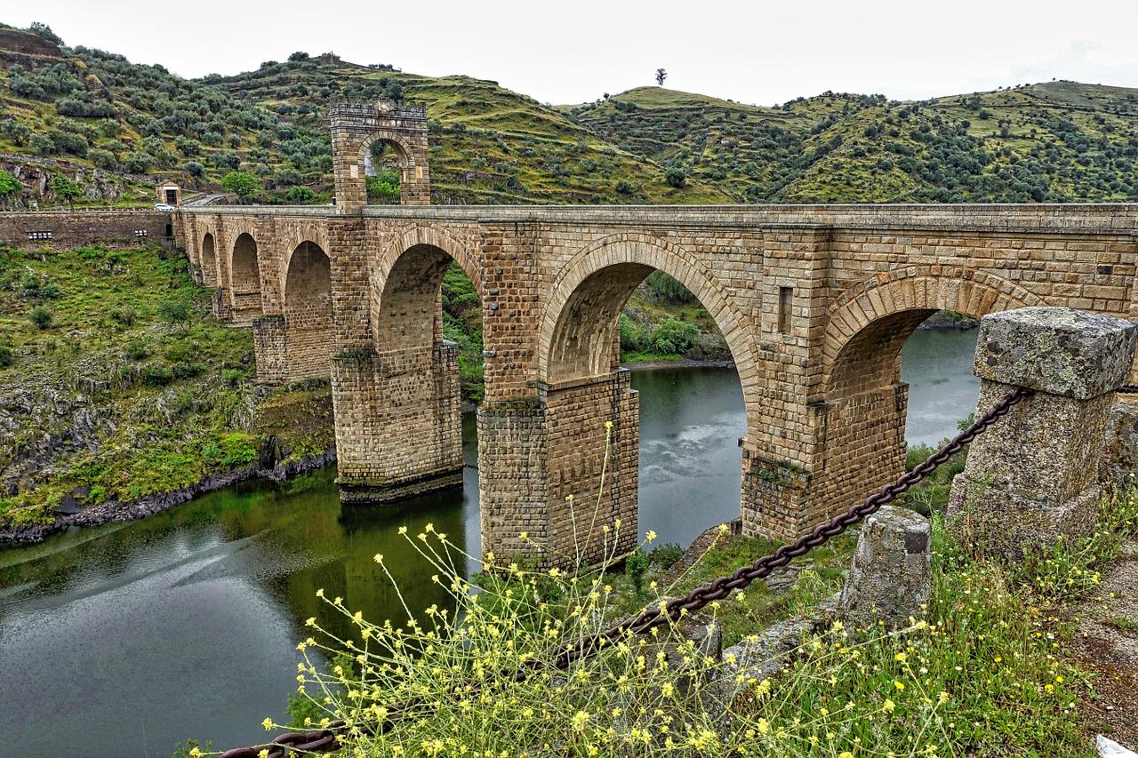 Bridge Alcantara
