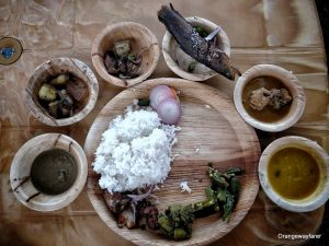 Bodo meal in Assam, India. Read more about food in India, what to see in India, Indian religion, Indian beaches, metro cities in India and more. The article contains all you need to know when you travel to India with information from a local. #india #indiatips #asia #asiatravel