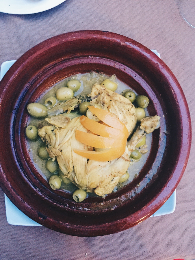 What to eat in Morocco - food recommendations for Morocco. This is one of the things you need to know before visiting Morocco #Morocco #moroccotravel #traveltips