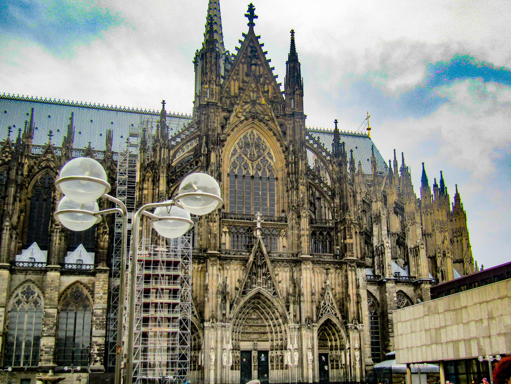 The splendid Cologne Cathedral, or the Kölner Dom - a UNESCO World Heritage Site in Europe that you should include on your European travel itinerary. Read the article to discover more UNESCO monuments in Europe and UNESCO sites in Europe. #UNESCO #unescosites #unescositeseurope #europeunesco #germanyunesco #Germany