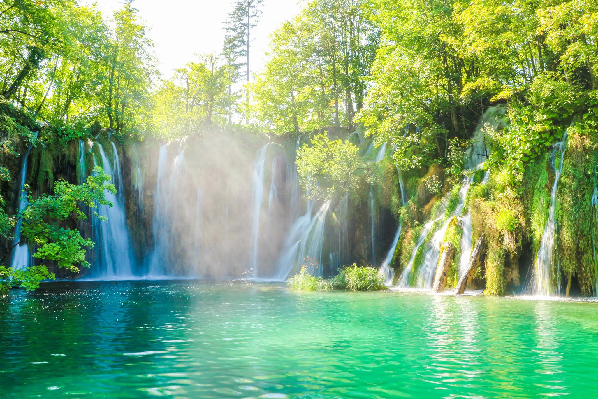 Plitvice Lakes National Park, Croatia is one of the must-see UNESCO World Heritage Sites in Europe. Discover the best UNESCO sites in Europe recommended by travel bloggers from this article. #UNESCO #unescosites #unescositeseurope #europeunesco
