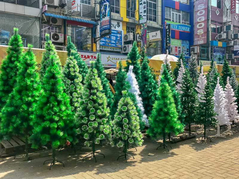 Christmas in Colombo, Sri Lanka is one of the alternative Christmas holiday ideas. Read the article to discover more unique ways to spend Christmas. #christmas #christmasdestinations #christmasholidays #christmastrips #uniquechristmas #unusualchristmas #alternativechristmas
