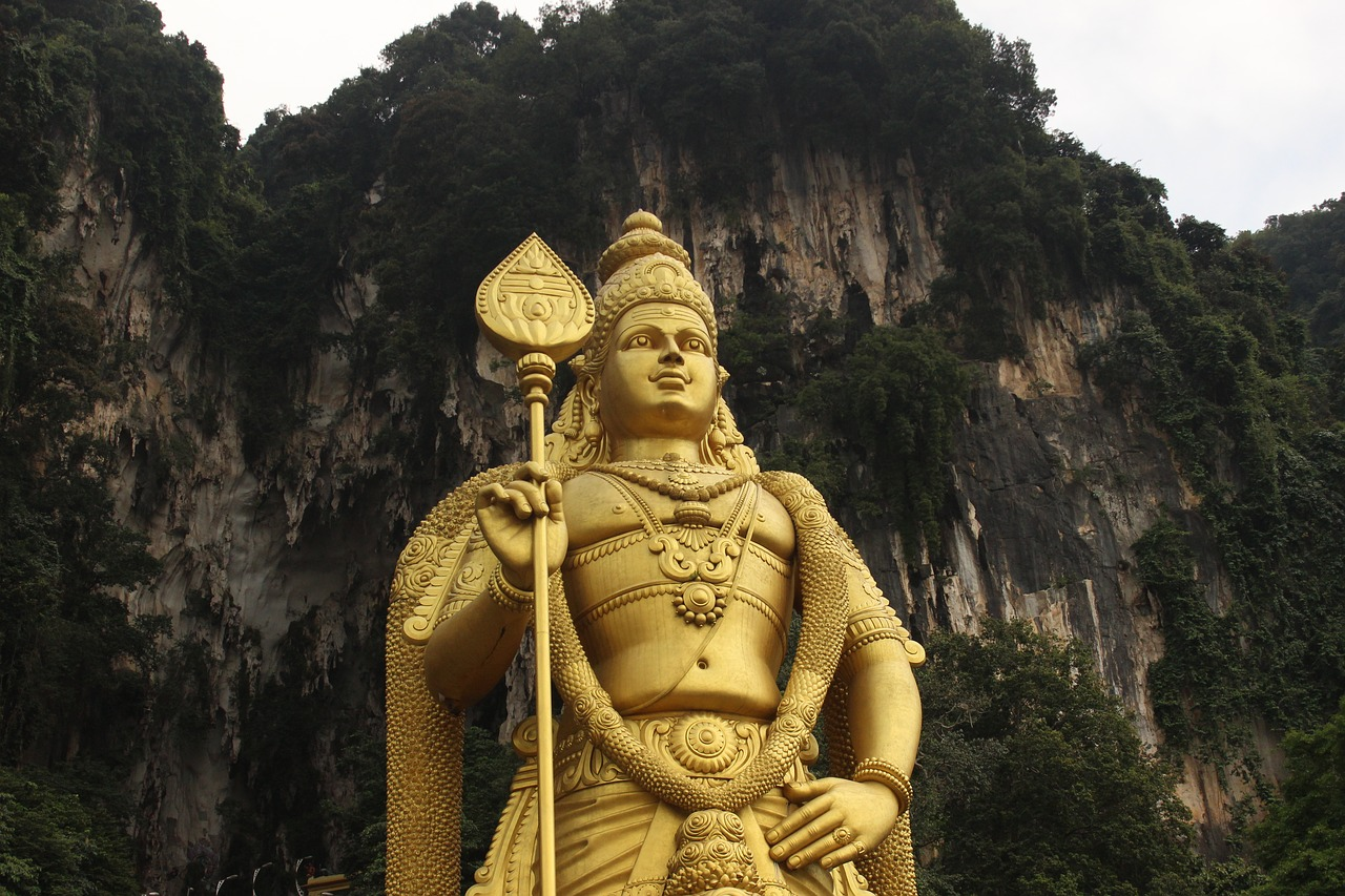 Lord Murugan at Batu Caves, Kuala Lumpur. This is one of the best things to see in Kuala Lumpur, Malaysa in 2 days. Read the article for a complete 2-day itinerary for KL. #kl #malaysia. #klitinerary #2daykualalumpur #kualalumpurguide #kualalumpurtraveling #kualalumpuritinerary #klitinerary
