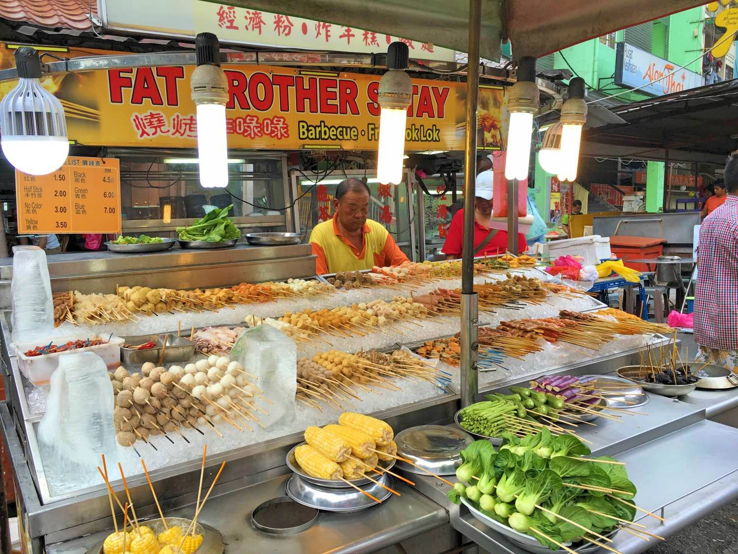 Jalan Alor, Kuala Lumpur. This is one of the best things to do in Kuala Lumpur, Malaysa in 2 days. Read the article for a complete 2-day itinerary for KL. #kl #malaysia. #klitinerary #2daykualalumpur #kualalumpurguide #kualalumpurtraveling #kualalumpuritinerary #klitinerary