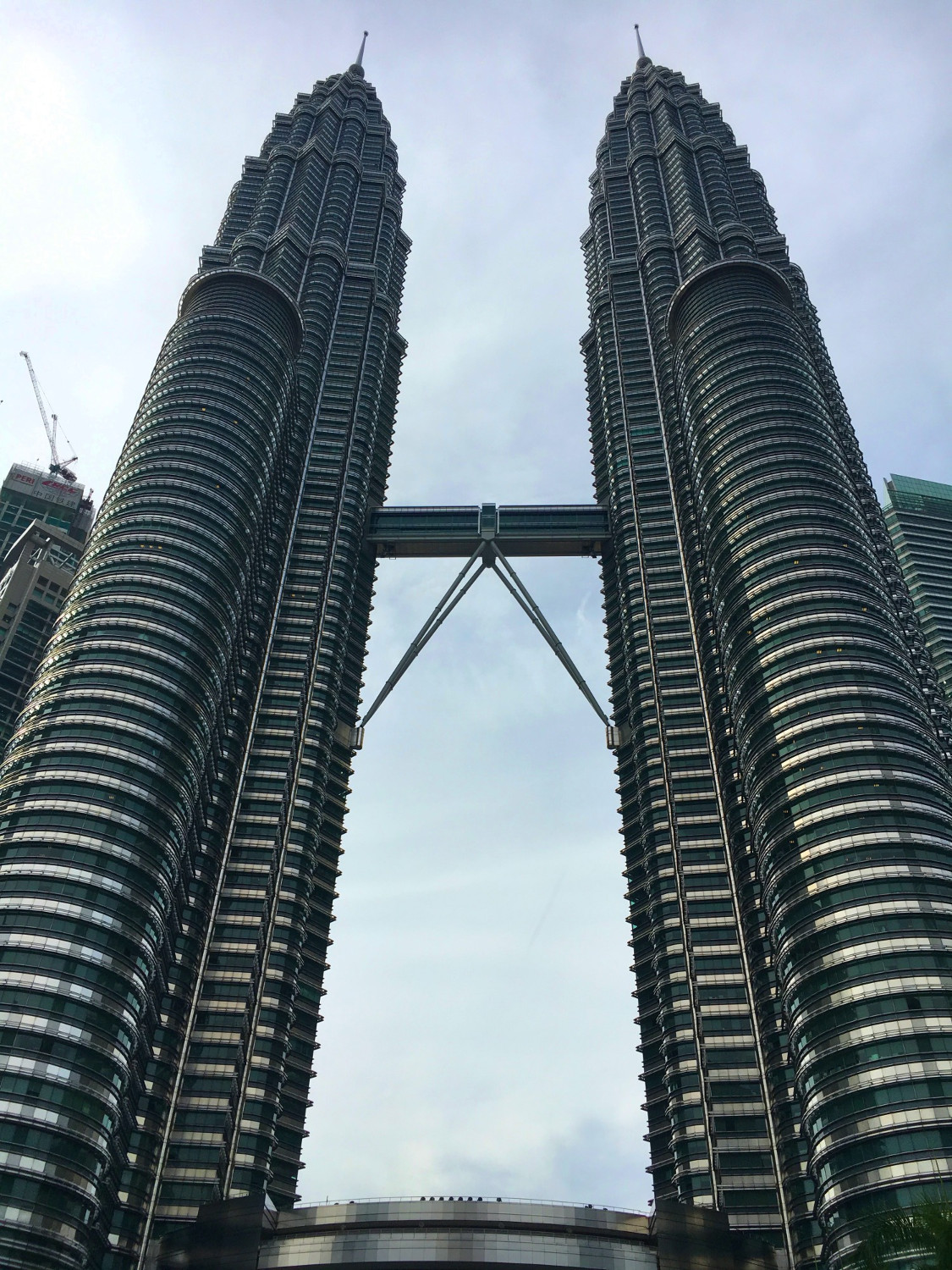 Petronas Twin Towers, Kuala Lumpur, Malaysia. This is one of the best things to see in Kuala Lumpur, Malaysa in 2 days. Read the article for a complete 2-day itinerary for KL. #kl #malaysia. #klitinerary #2daykualalumpur #kualalumpurguide #kualalumpurtraveling #kualalumpuritinerary #klitinerary
