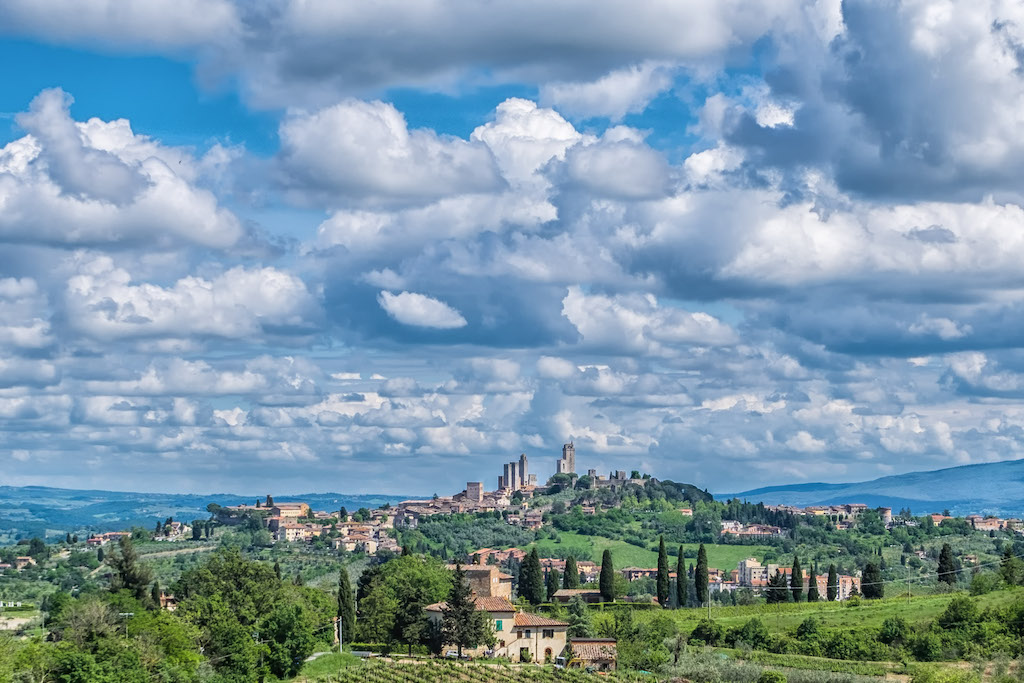 San Gimignano in Tuscany, Italy is one of the best UNESCO heritage sites in Europe. Read the article to discover more natural sites in Europe, and a list of world heritage in Europe to add to your bucket list. #UNESCO #unescosites #unescositeseurope #europeunesco #italyunesco #italy