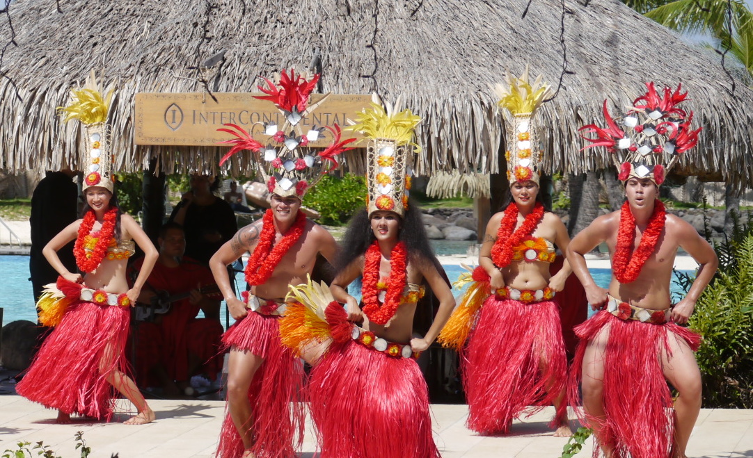 Spending Christmas in Tahiti is one of the alternative Christmas holiday ideas. Read the article to discover more unique ways to spend Christmas. #christmas #christmasdestinations #christmasholidays #christmastrips #uniquechristmas #unusualchristmas #alternativechristmas