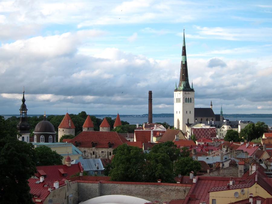 Old Town of Tallinn, Estonia is one of the best UNESCO heritage sites in Europe. Read the article to discover more natural sites in Europe, and a list of world heritage in Europe to add to your bucket list. #UNESCO #unescosites #unescositeseurope #europeunesco #estoniaunesco #estonia