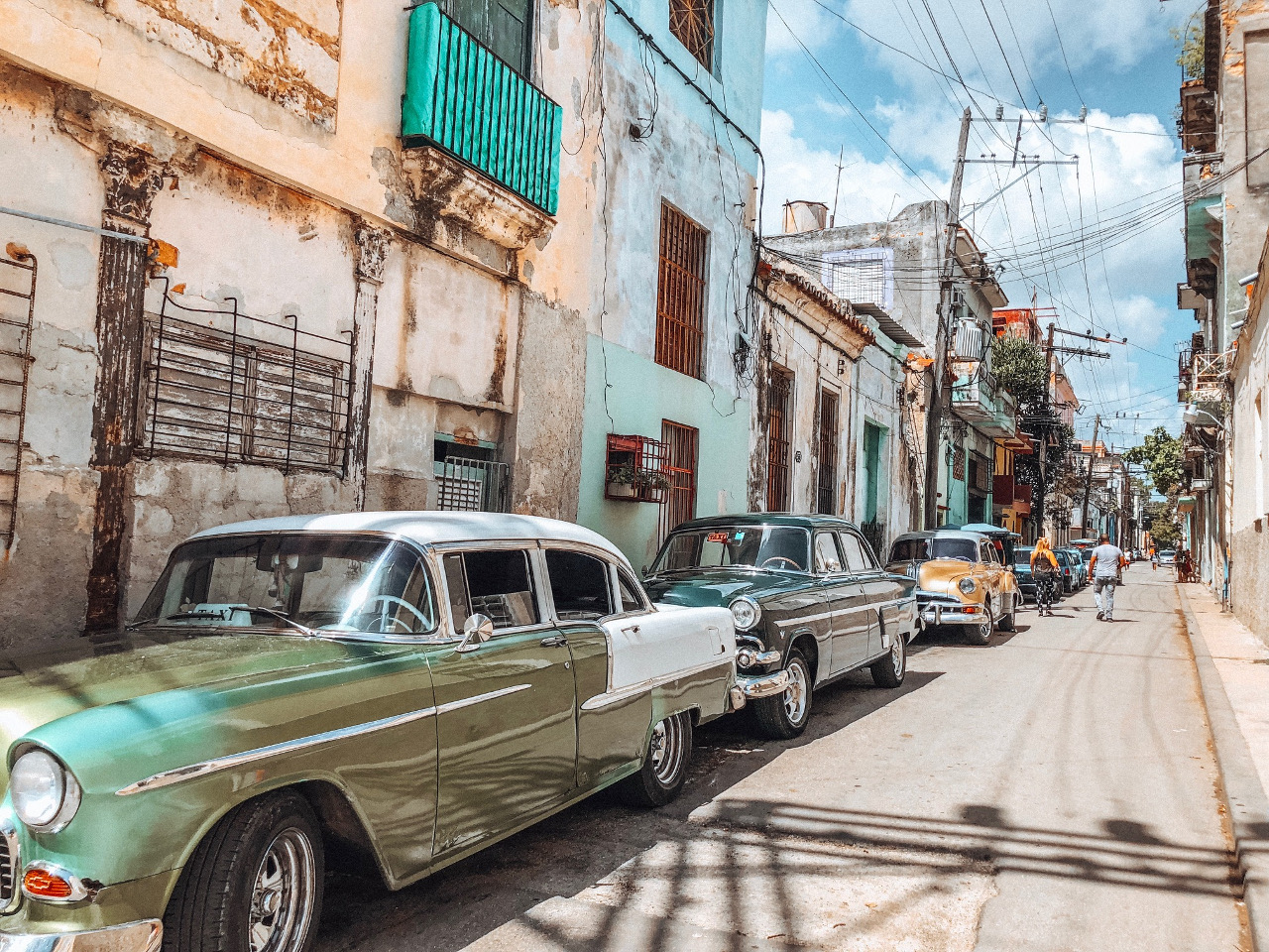 Old Havana during a Havana trip - Discover all you need to know about traveling to Cuba - Cuba tips shared by a traveller #cubatips #cubafacts #havanatips #havanafacts #cubathingstoknow