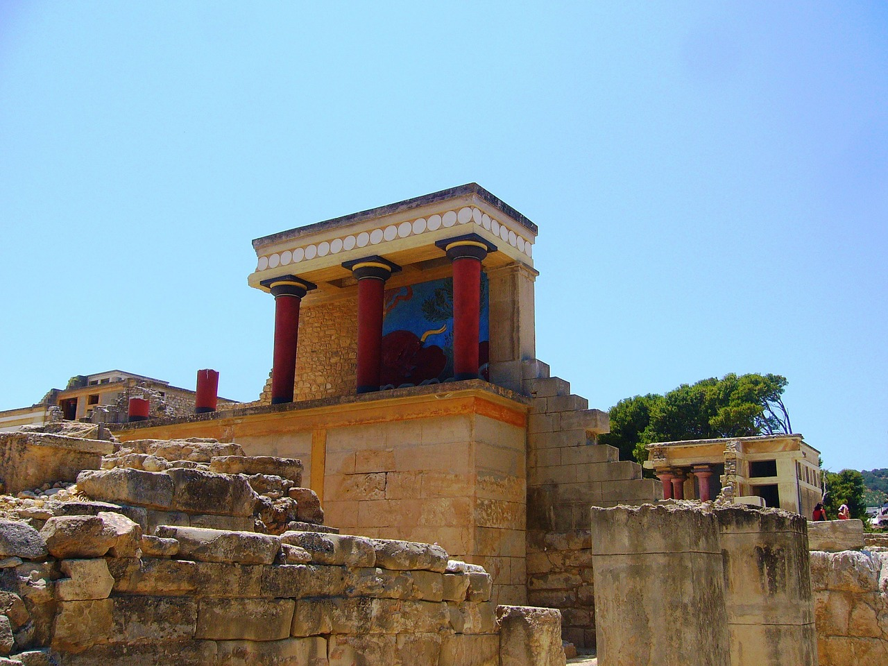 The Palace of Knossos, Crete, Greece. Learn what to do in Crete and how to make the most of your trip to Crete from this article. #crete #greece #cretetips #greecetips