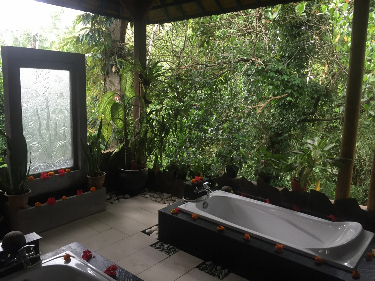 Cantika Zest Spa in Penestanan village - the massage room. This is one of the must-see places in Ubud. Read this insider's 2-day itinerary for Ubud and use it to plan your trip to Ubud. #ubuditinerary #ubudguide #baliindonesia #balitravel #bali #baliholiday #balinese #ubud