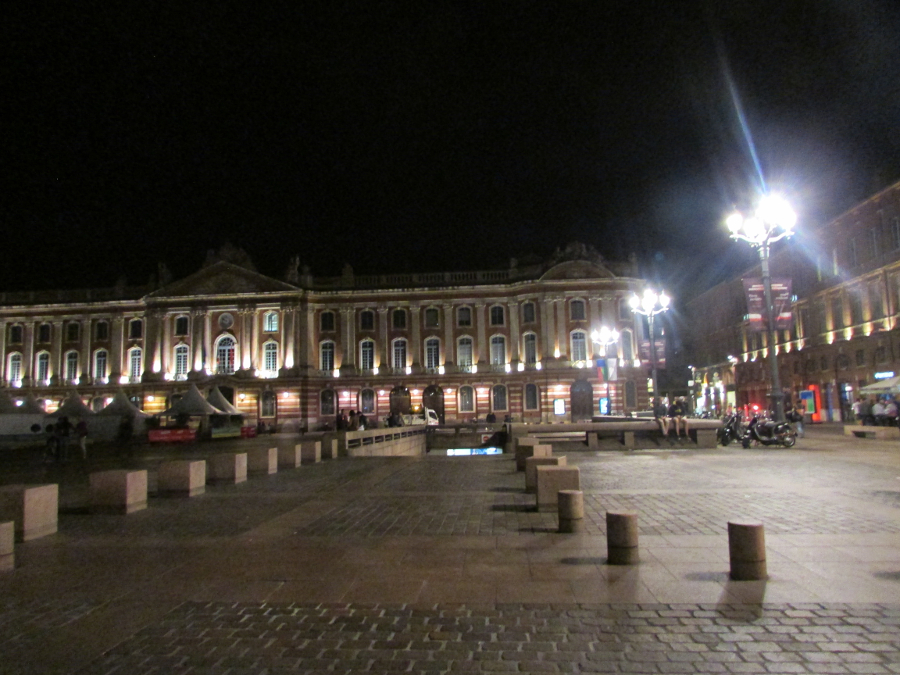 La Place du Capitole, Toulouse France. Read this itinerary for Toulouse and discover what to see and do in Toulouse. #toulouse #toulouseguide #toulousefrance #toulouseitinerary