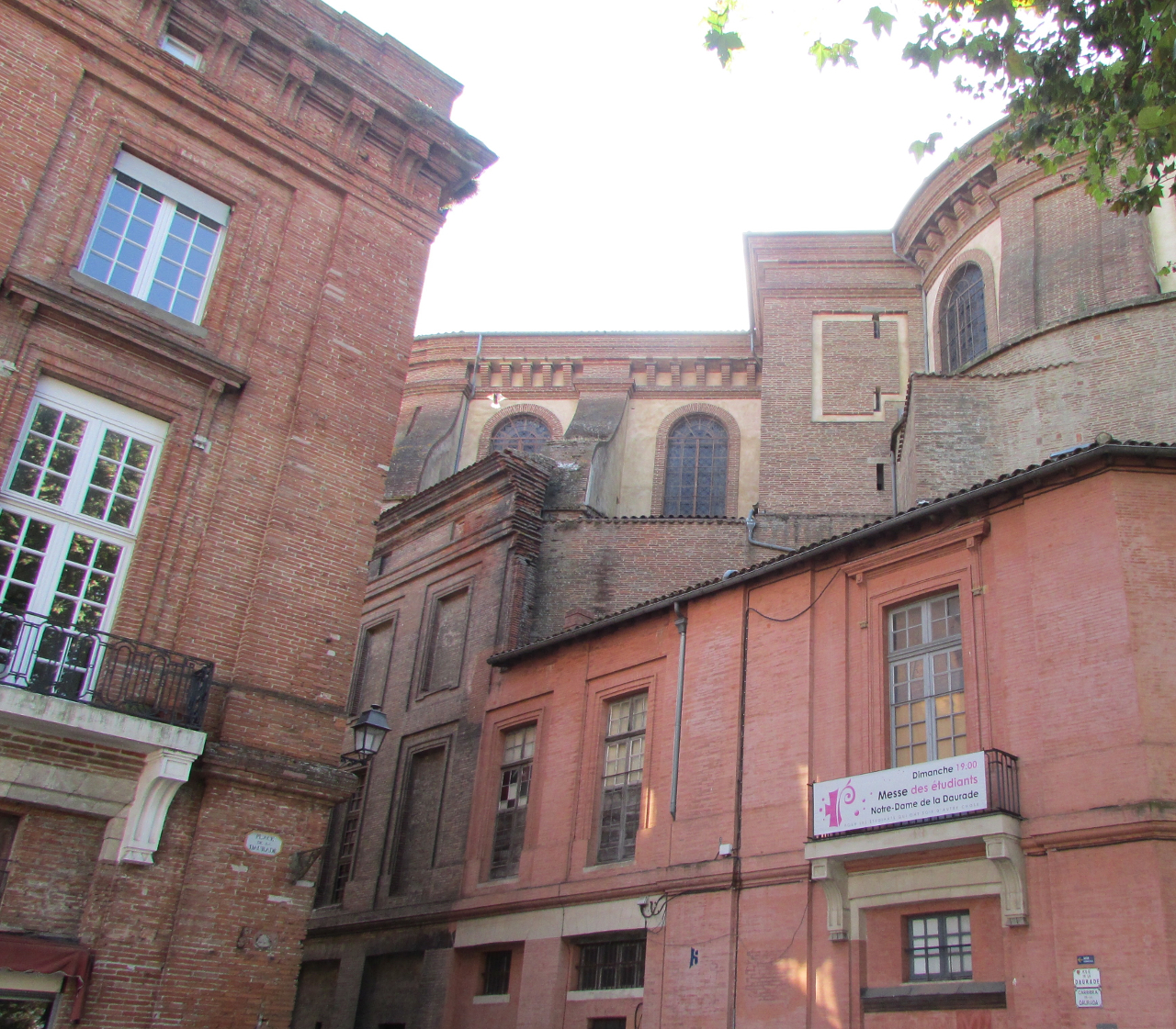 La Ville Rose, Toulouse France - one of the Toulouse points of interest. Discover what to do in Toulouse #toulouse #toulouseguide #toulousefrance #toulouseitinerary