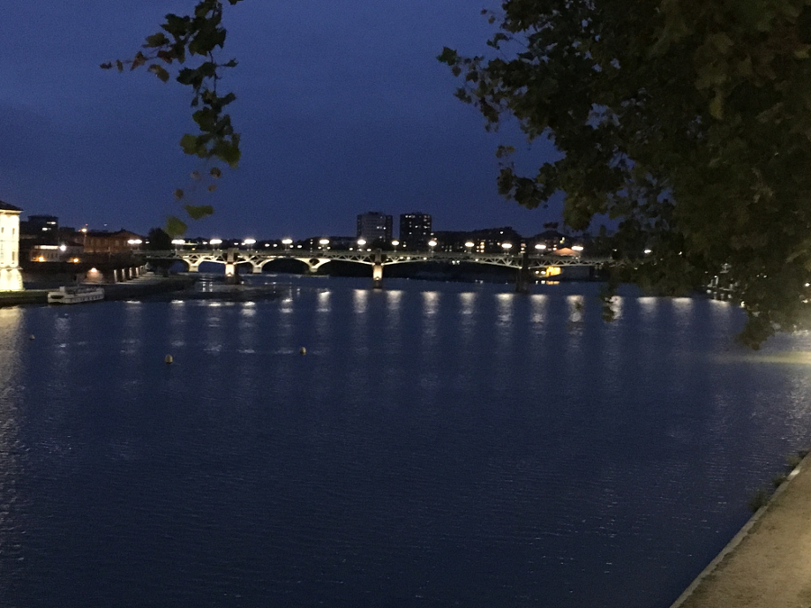 River Garonne at night, Toulouse France. Discover more things to do in Toulouse in 3 days in this itinerary. #toulouse #toulouseguide #toulousefrance #toulouseitinerary