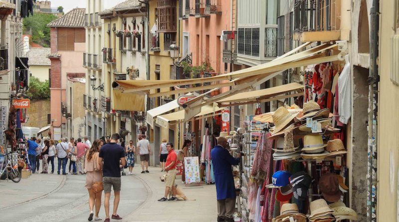 Shopping in Granada, Spain. Discover the top Spanish landmarks in Granada and the best things to see in Granada, Spain. #granada #granadaitinerary #granadatravel #granadaspain #granadaguide #spaintravel