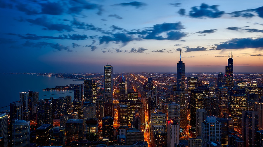 Chicago is one of the top romantic places to travel in the US. Discover 15 romantic US destinations from this article. #romanticus #usa #valentinesday #love #citybreaksus #romanticdestinations #romanticusa