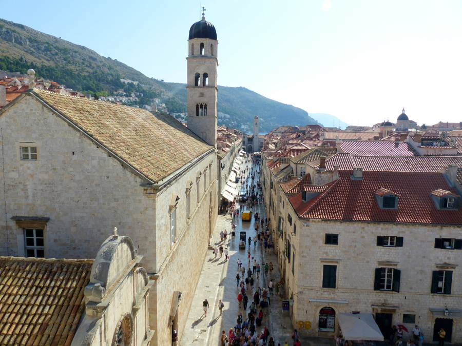 Dubrovnik, Croatia it's a great holiday destinations in Europe for couples ideas. Read this article and discover 42 more such ideas. #romanticeurope #europe #valentinesday #love #citybreakseurope #romanticdestinations