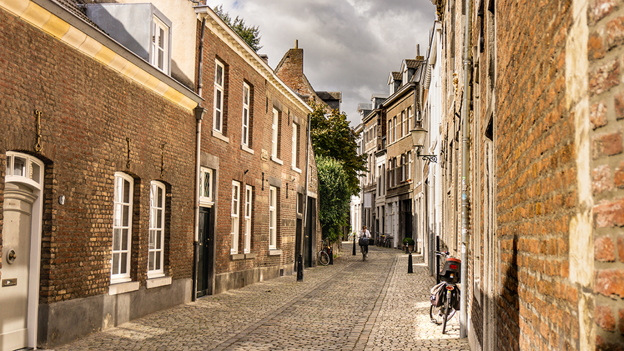 Maastricht, The Netherlands is one of the most romantic destinations in Europe. Discover 40+ such ideas from this article. #romanticeurope #europe #valentinesday #love #citybreakseurope #romanticdestinations