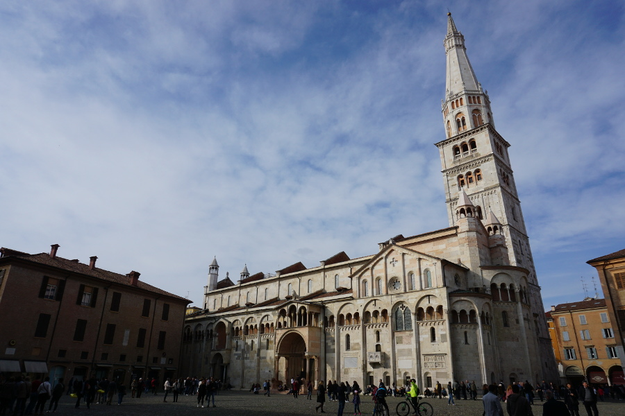 Modena, Italy is one of the best European vacation ideas for couples. Discover 43 recommendations for romantic getaways in Europe from travel bloggers. #romanticeurope #europe #valentinesday #love #citybreakseurope #romanticdestinations