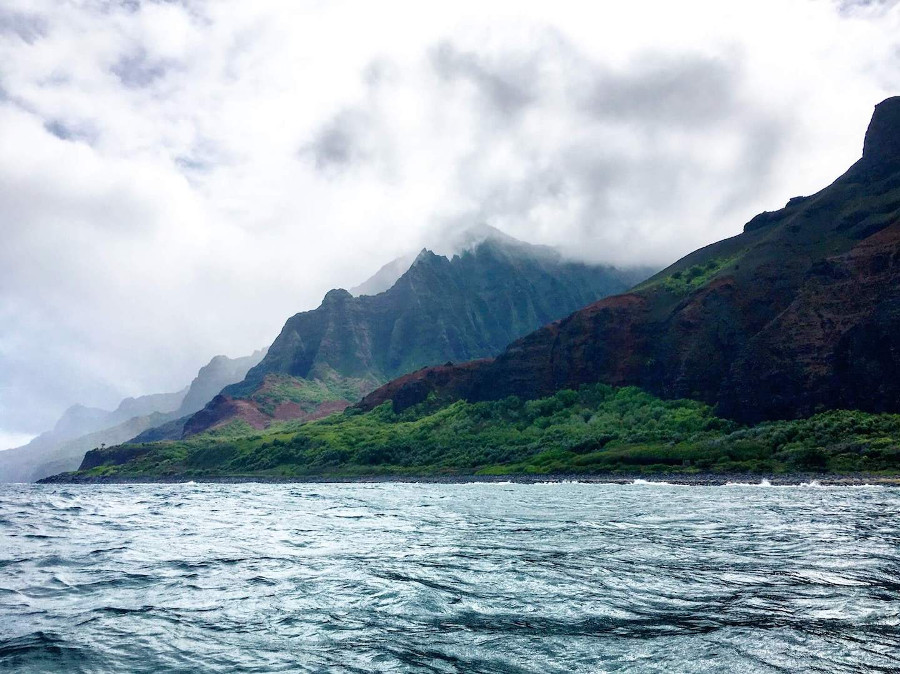 Kauaii - photo by Moon & Honey Travel - is one of the best romantic places for couples in the US. Discover the top romantic US vacations ideas from this article. #romanticus #usa #valentinesday #love #citybreaksus #romanticdestinations #romanticusa