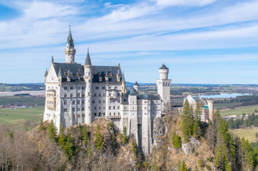 The Neuschwanstein Castle and the surrounding area, Germany is a great romantic destination for couples in Europe. Discover 42 more ideas from the article. #romanticeurope #europe #valentinesday #love #citybreakseurope #romanticdestinations