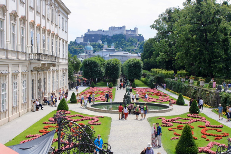 Salzburg, Austria - HolidaysToEurope. Salzburg is one of the most beautiful romantic places in Europe. Discover 40+ romantic escapes ideas from this article. #romanticeurope #europe #valentinesday #love #citybreakseurope #romanticdestinations