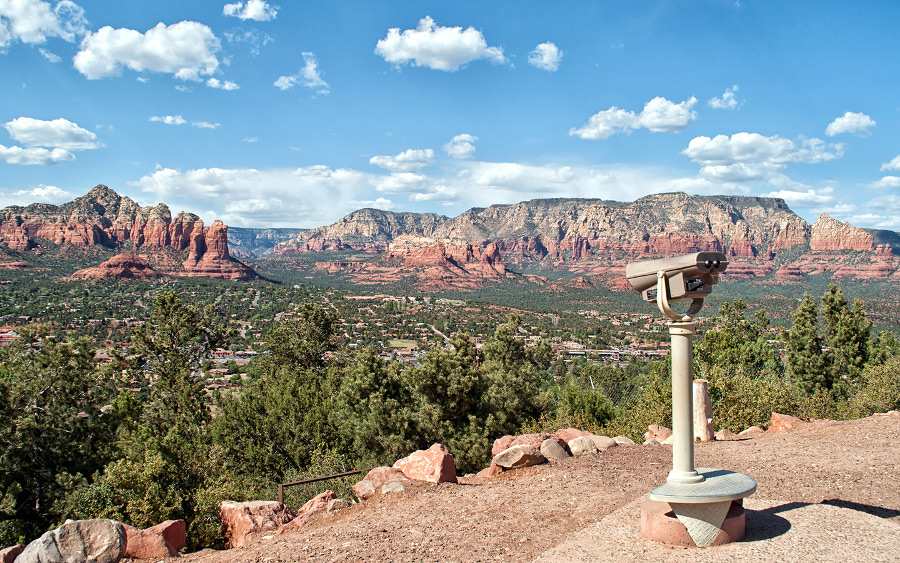 Sedona Arizona - photo by Lucy Dodsworth - is a great romantic destination in the US. Discover 14 more romantic vacation ideas in the US from this article. #romanticus #usa #valentinesday #love #citybreaksus #romanticdestinations #romanticusa